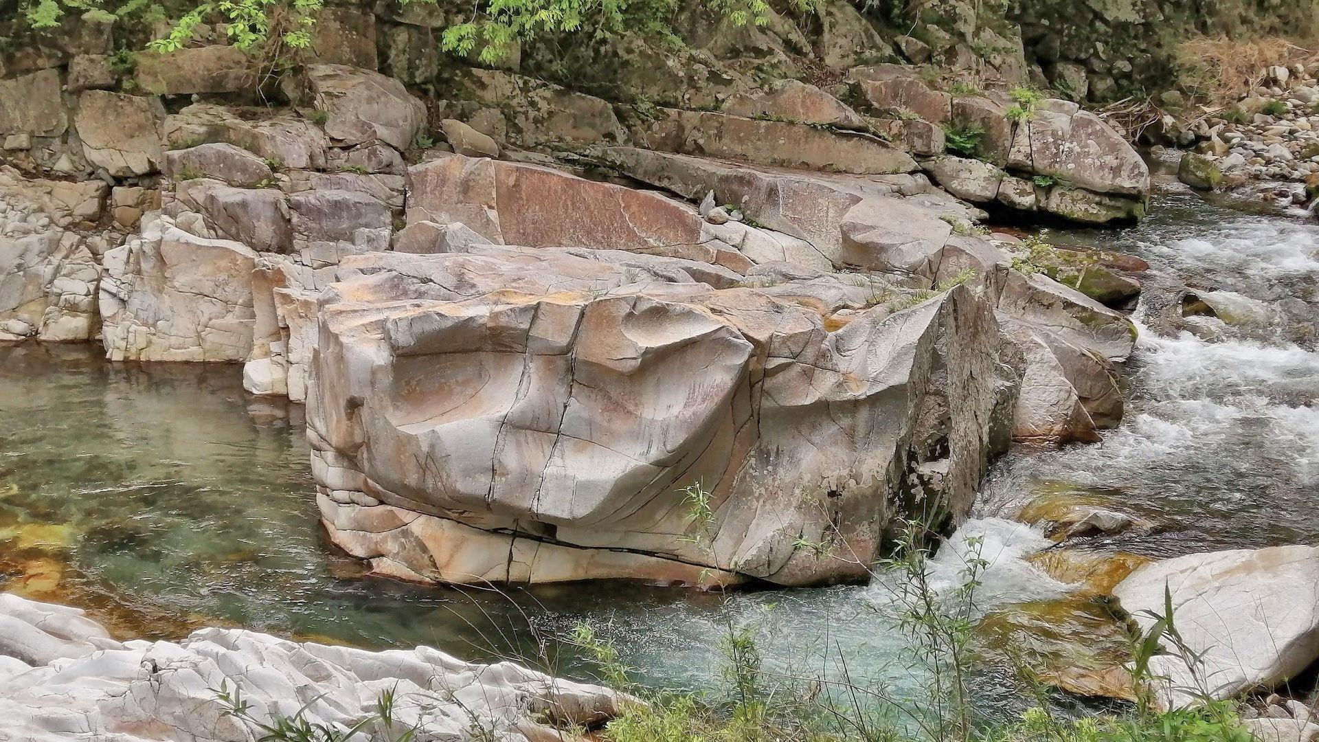黒川の神楽岩